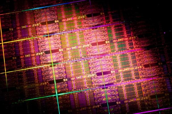 xeonE72 605x399 Lanzamiento oficial de Intel Xeon E7 para servidores