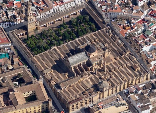Córdoba y su mezquita a 45º en Google Maps