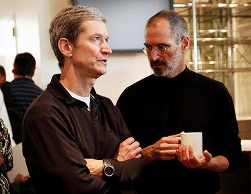 Jobs cede su puesto como CEO de Apple a Tim Cook