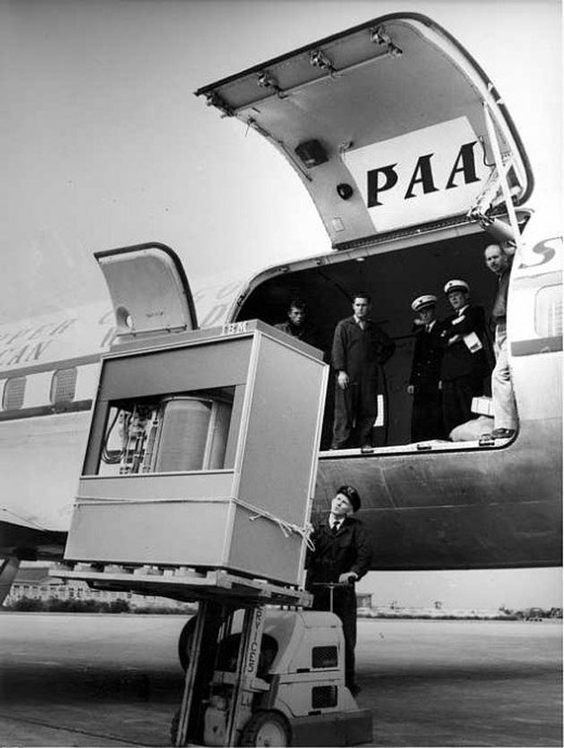 IBM 360: 5 Mbytes y más de una tonelada de peso (1956)