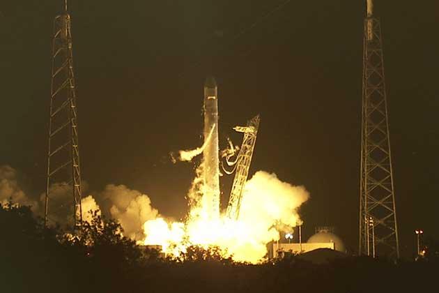 La primera nave privada de la NASA ya está en órbita