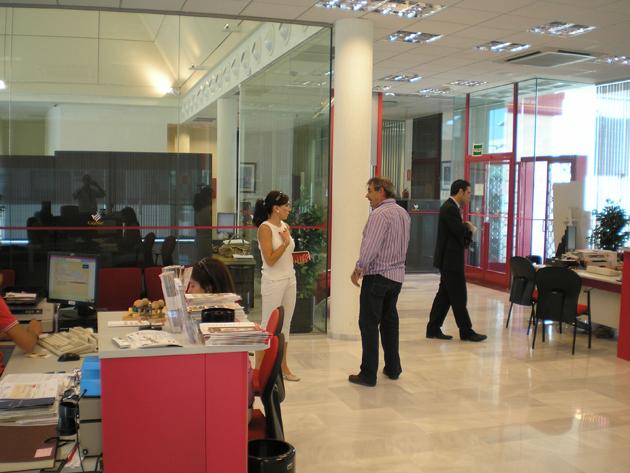 El contacto local, clave en los planes de futuro de los bancos españoles