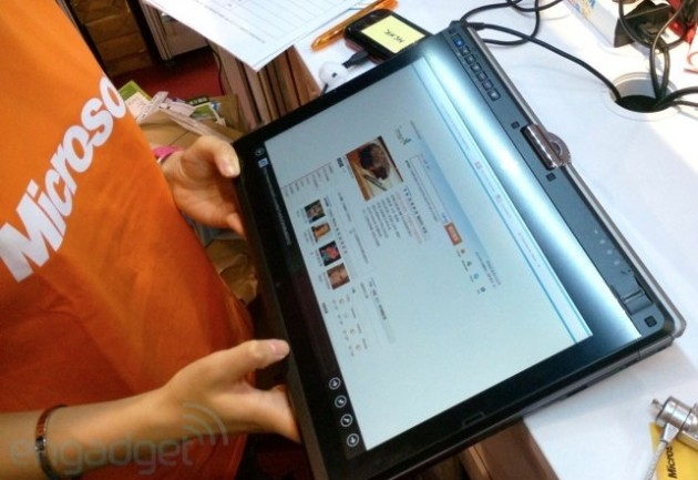 Fujitsu LifeBook T902 2 630x433 Fujitsu presenta convertible profesional para Windows 8