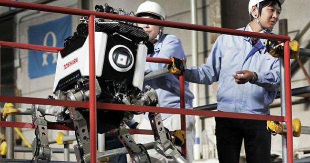 Toshiba diseña un robot articulado para acceder a las zonas de riesgo de la central nuclear de Fukushima