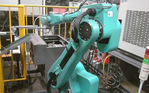 Foxconn comienza a reemplazar humanos por robots