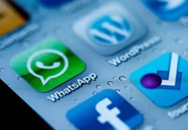 Facebook, con WhatsApp en el punto de mira