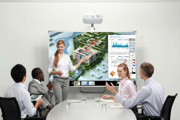 Reuniones de negocios más eficientes con los proyectores Epson