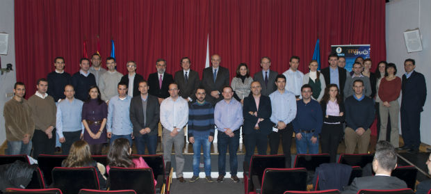 """La primera promoción de la Especialidad """"Redes,  Servicios y Negocio"""" de la Universidad Politécnica de  Madrid recibe su diploma"""