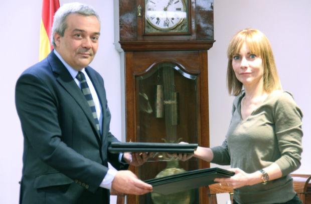 El Ministerio de Industria, Energía y Turismo y Microsoft firman un acuerdo para potenciar el DNI electrónico
