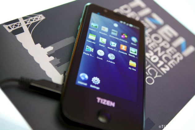 Samsung confirma que venderá teléfonos inteligentes con Tizen en 2013