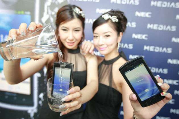 NEC vende su división móvil