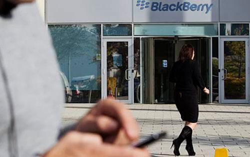 BlackBerry sale en defensa de sus últimos dispositivos