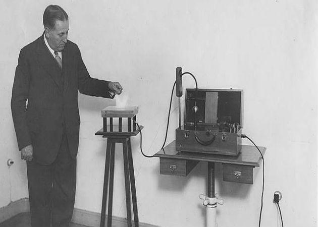 Mónico Sánchez, el ingeniero español que colaboró en el primer teléfono móvil de la historia