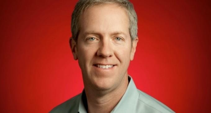 Facebook ficha al jefe de marketing de Motorola Mobility