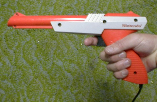 Nintendo_Zapper_orange