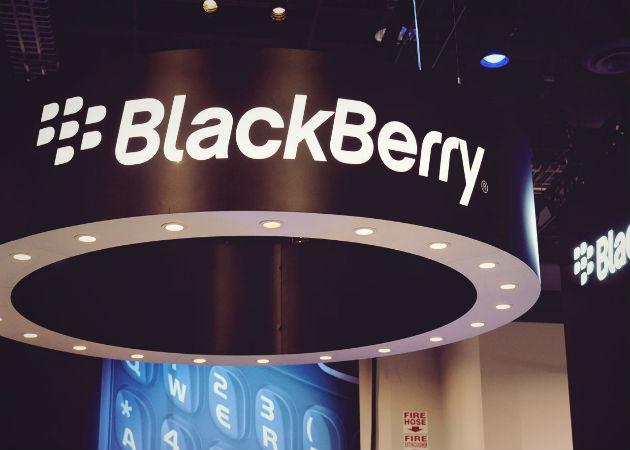 Facebook pone sus ojos en Blackberry