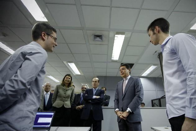 El Presidente de la Comunidad de Madrid visita las oficinas de Informática El Corte Inglés