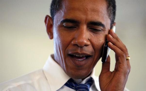 obama-cellphone