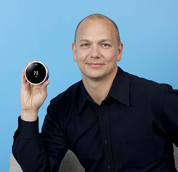 Tony Fadell, ex-Apple, ha preso la direzione del progetto Google Glass. Qui con il suo termostato intelligente Nest. Forse questo dispositivo è uno dei prodotti più bramati dal grande pubblico che fa fatica a capire come funzionano questi oggetti.