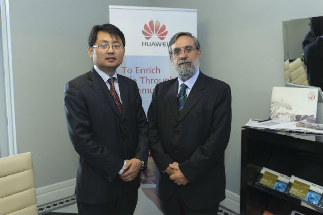 Walter Ji CEO de Huawei España y Félix Pérez Director de la ETSI de la UPM