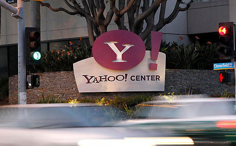 Yahoo! vuelve a contratar a unos de sus fundadores y despide a su COO