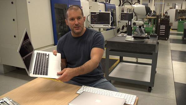 Jonathan Ive de Apple explica cómo fue el cambio del plástico al metal