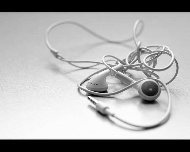 La ciencia tiene una respuesta para los cables enrollados de los auriculares