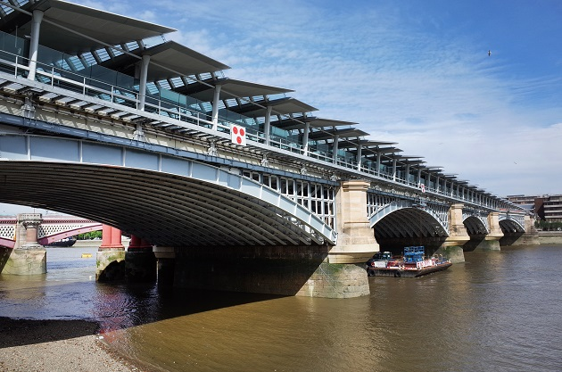 Londres inauguró el mayor puente solar del mundo con paneles Panasonic