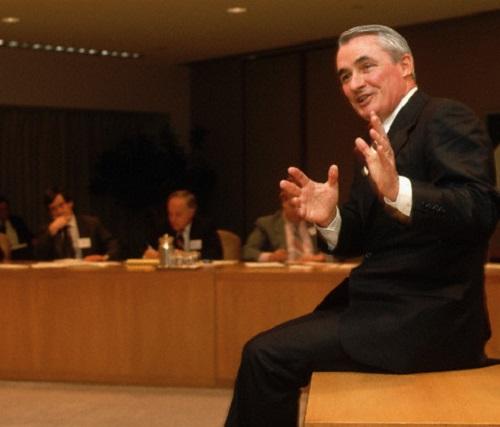 Muere el ex director ejecutivo de IBM, John Akers