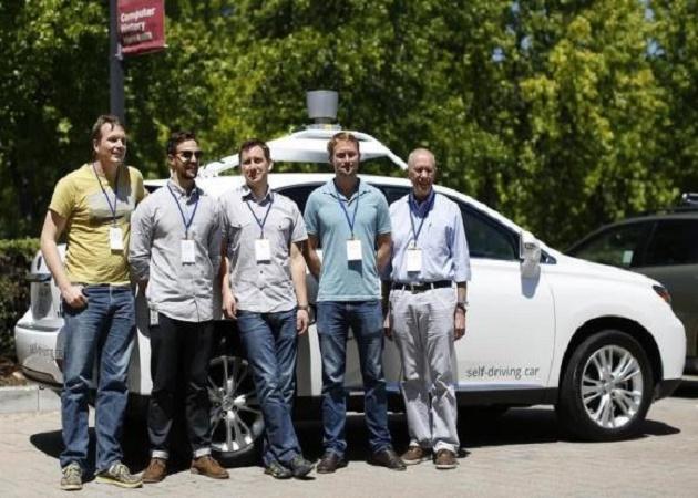 El coche autónomo de Google ya recorre las calles de Mountain View