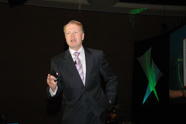 John Chambers rechaza el acuerdo de compra de EMC