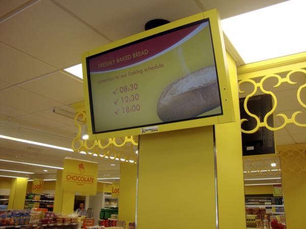 Supermercados Hiperdino apuesta por NEC en la instalación de sus monitores