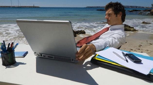 ¿De verdad han desconectado los directivos españoles en vacaciones?
