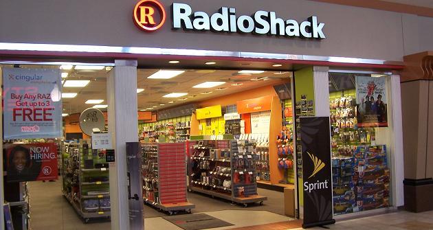 Amazon estudia comprar locales de RadioShack