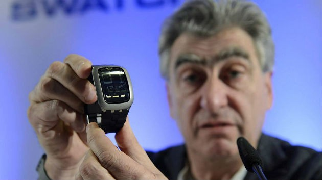 nick-hayek-swatch-bluetooth-uhr2