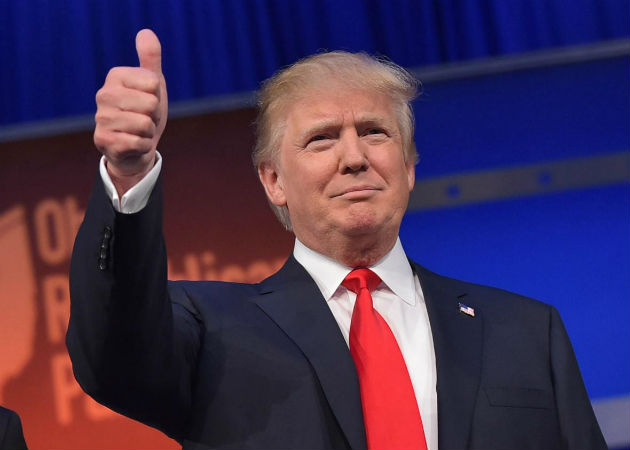 483208412-real-estate-tycoon-donald-trump-flashes-the-thumbs-up