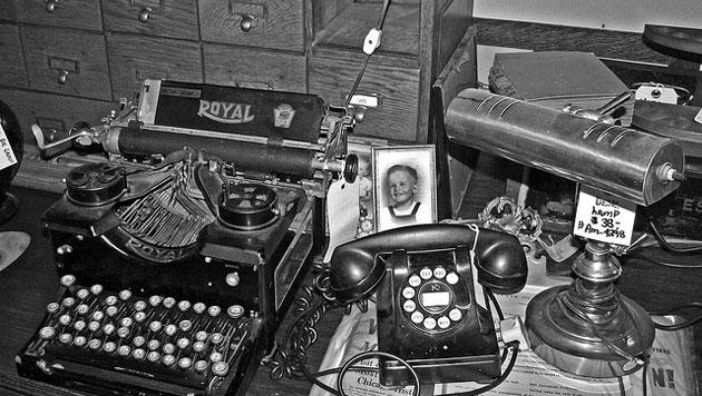 Teléfono y maquina de escribir