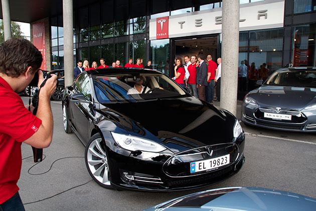 ¿Podemos pagar un coche Tesla eléctrico?
