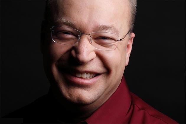 Stephen Elop ficha por una teleco australiana
