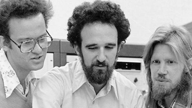Diffie y Hellman, los abuelos de RSA y el cifrado asimétrico