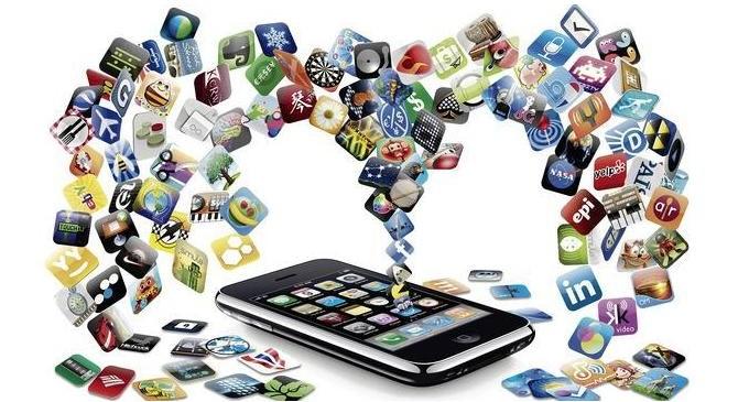Los españoles se descargan, de media, 13 apps en sus móviles