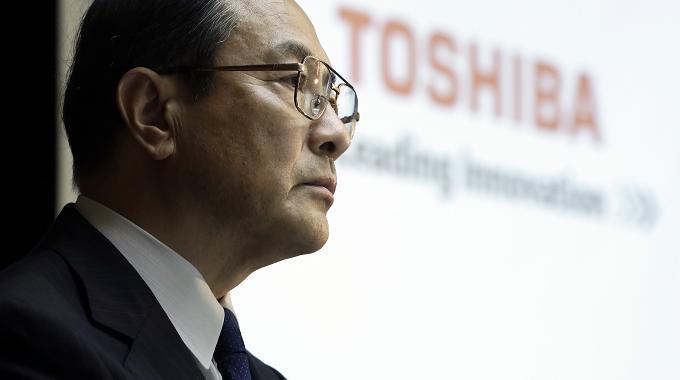 Toshiba aligera peso para seguir creciendo