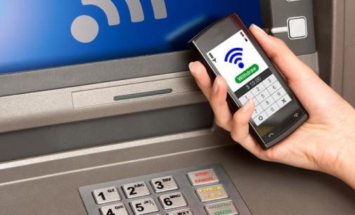 Sacar dinero desde el móvil ahora es más fácil
