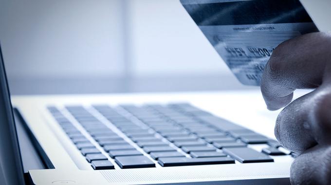 eCommerce El 56% de ingresos de 2015 se quedaron en webs españolas