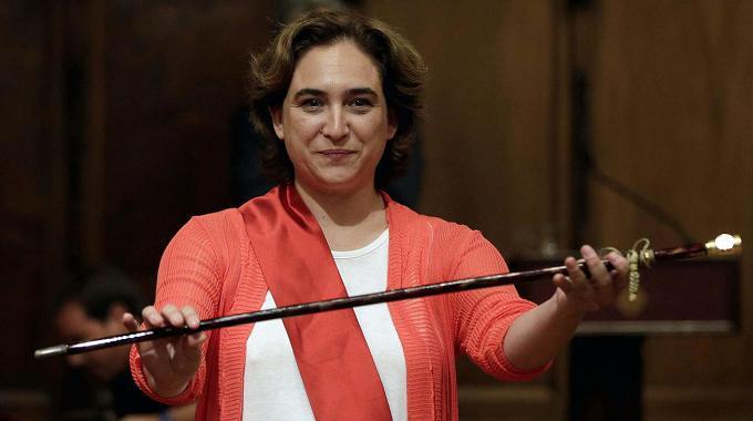 Ada Colau busca una revolución con el nuevo concurso de servicios de Internet y Telefonía