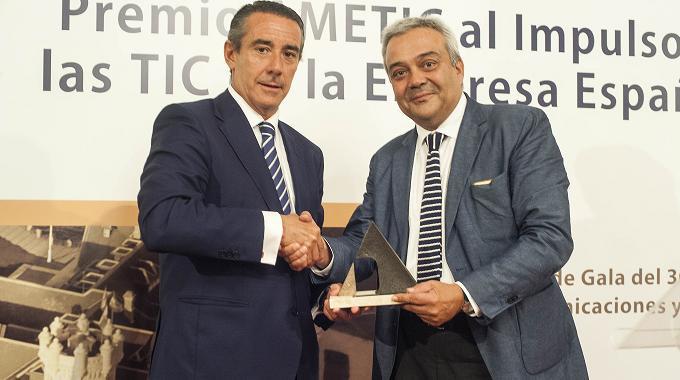 Caixabank es premiada por AMETIC