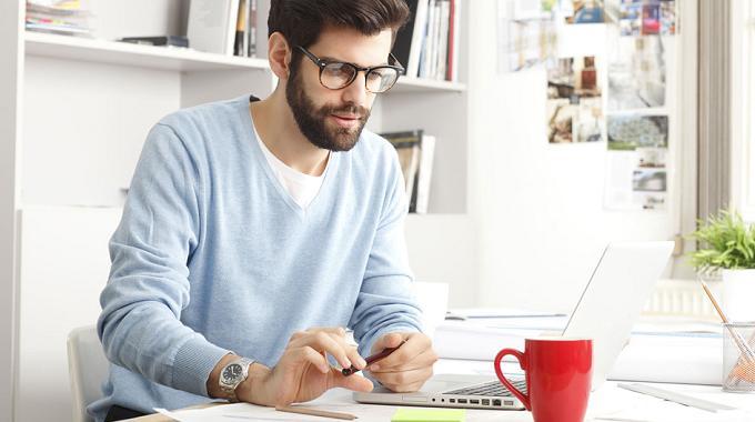 Según un estudio, trabajar fuera de la oficina hace a los empleados más felices