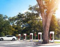 Fabricantes europeos de coches plantan cara a Tesla