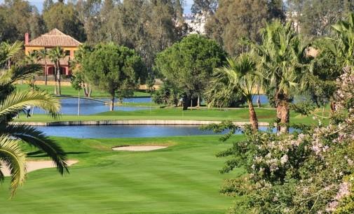 El Real Club de Golf de Sevilla limpia sus lagos con nanotecnología