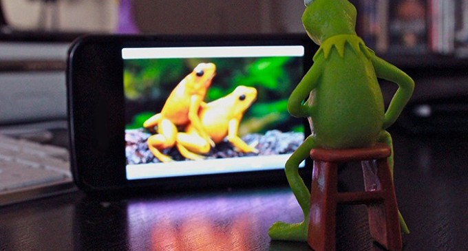 Uno de cada seis consumidores admite ver contenidos para adultos en Wi-Fi públicas